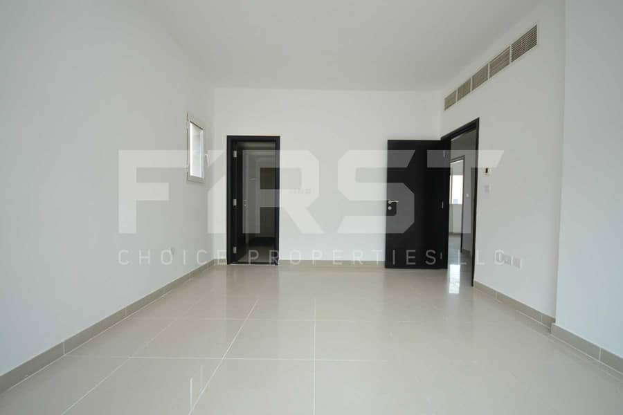 Perfectly Priced! Double Row Villa with Adequate Space