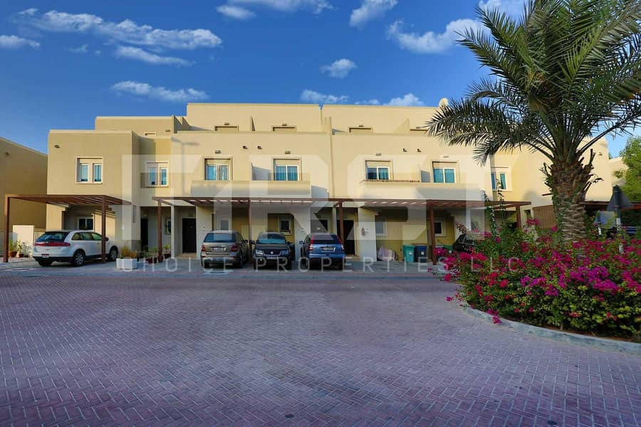 10 Perfectly Priced! Double Row Villa with Adequate Space