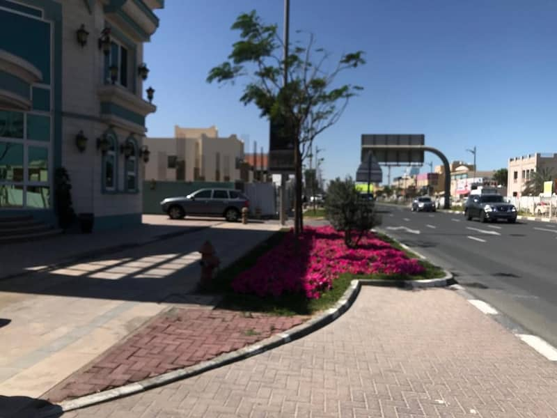 Nice 5 bed room villa on Jumeirah road suitable for restaurant and cafe