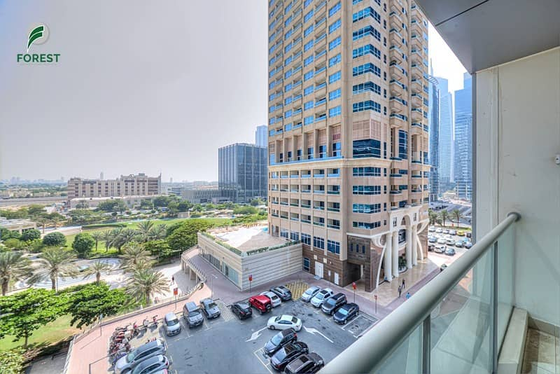Spacious 1 BR with Park View | Well Maintained