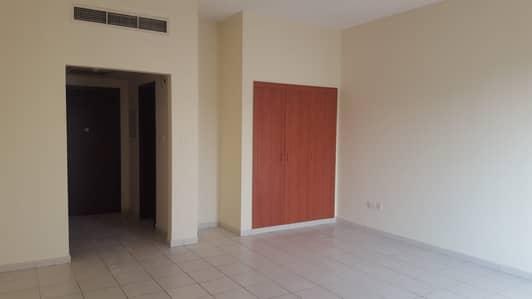 استوديو  للايجار في المدينة العالمية، دبي - شقة في الحي الروسي المدينة العالمية 23000 درهم - 4326060