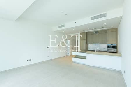 1 Bedroom Apartment for Sale in Palm Jumeirah, Dubai - Mid Floor | Sea Views | Vacant On Transfer | PJ