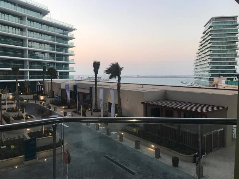 1BR Apartment with Panoramic Sea View in Al Hadeel