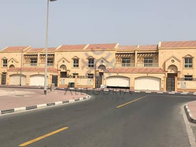 5 Bedroom Villa for Rent in Al Wasl, Dubai - Vacant and Spacious Villa In Reserve Location