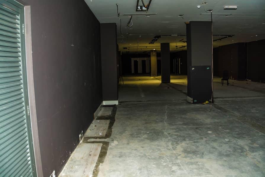 Fabulous Showroom for rent in Garhoud.