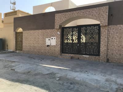 3 Bedroom Villa for Rent in Al Sabkha, Sharjah - 1