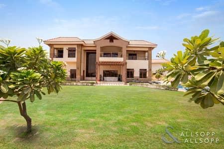 فیلا 5 غرف نوم للبيع في جزر جميرا، دبي - Mansions | Large Plot | Lake  and City Views