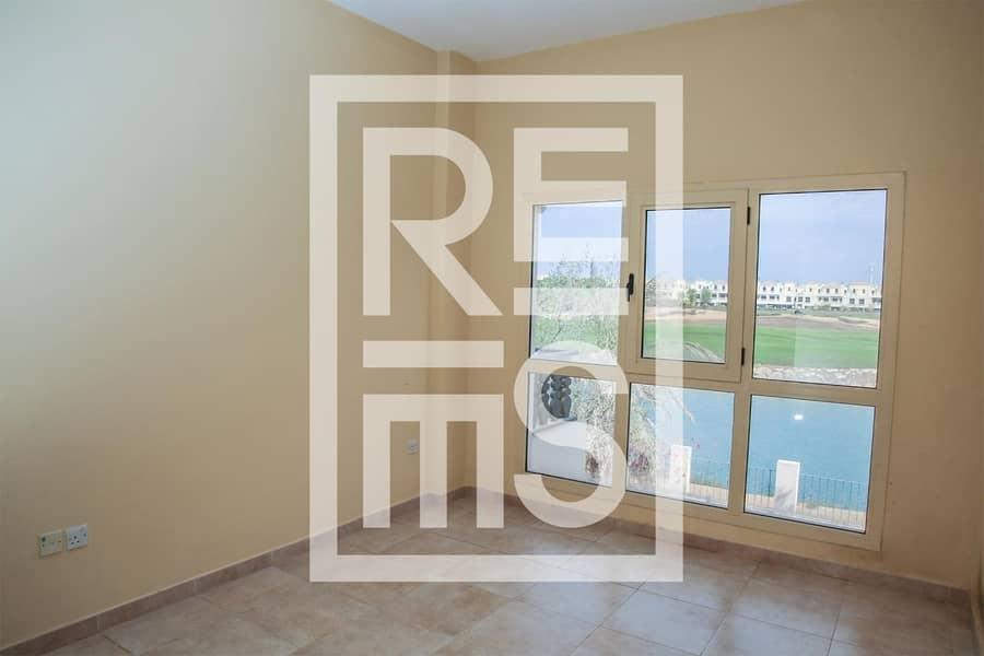10 Spacious 3BR Villa with Golf View in Al Hamra Village
