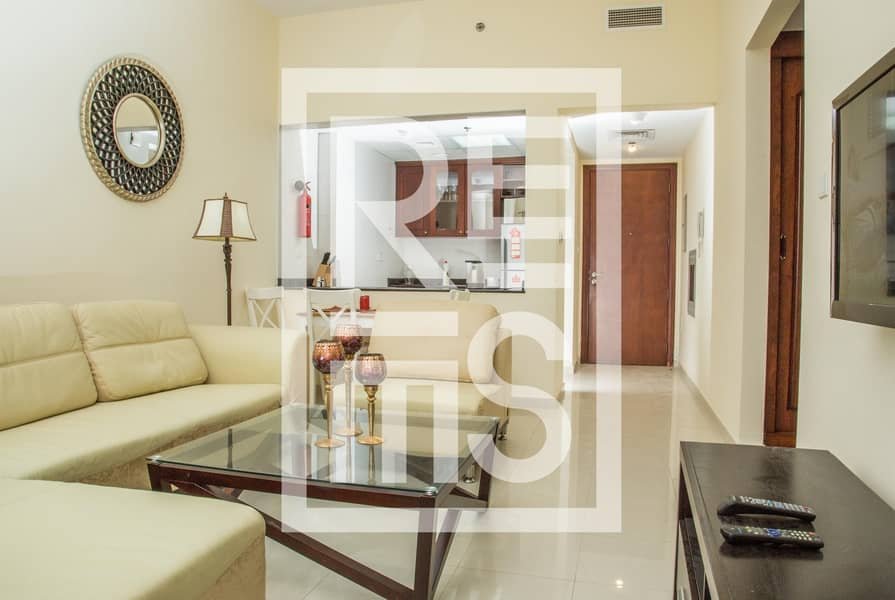 Stylish Fully Furnished 1BR in Royal Breeze