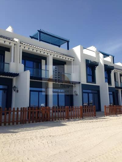 فیلا 5 غرف نوم للايجار في نخلة جميرا، دبي - Live Near the Sea in this 5br+m Villa in Palm Jumeirah