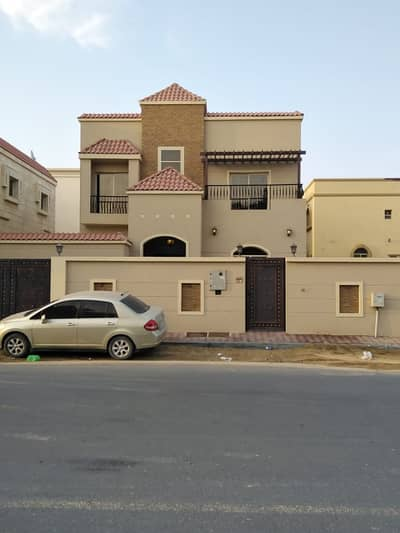 Ready to move in  villa with water and electricity(5 bedrooms master ) On a main street at your favorite price