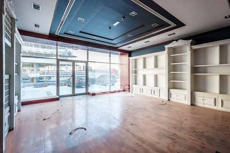 محل تجاري  للايجار في مدينة دبي للإعلام، دبي - Fitted Retail Space | Low Floor | AC Included