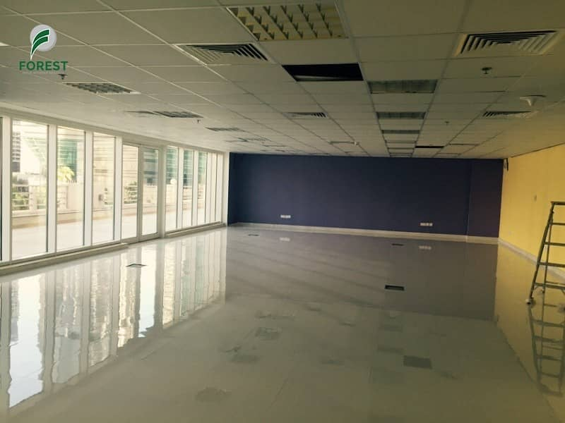 Fitted Shop with Terrace | Close to Metro Station