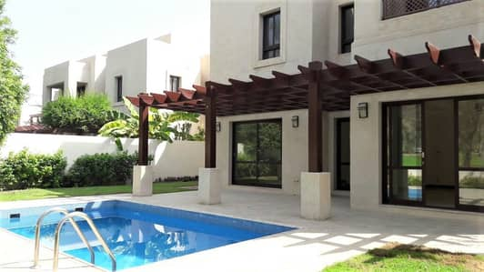 GOLF CLUB 4BR+M VILLA  WITH PVT POOL AND GARDEN