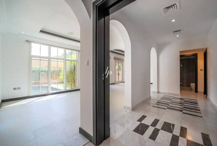 4 Bedroom Villa for Rent in Jumeirah Golf Estate, Dubai - Murfeild Black & White Interior|Private Plot