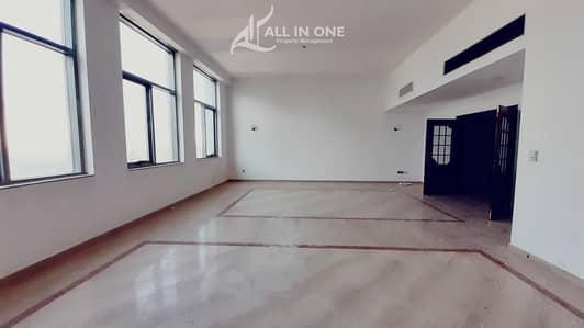 شقة 4 غرفة نوم للايجار في شارع الشيخ خليفة بن زايد، أبوظبي - Majestic 4BR+Maids Room in Partial Sea View!