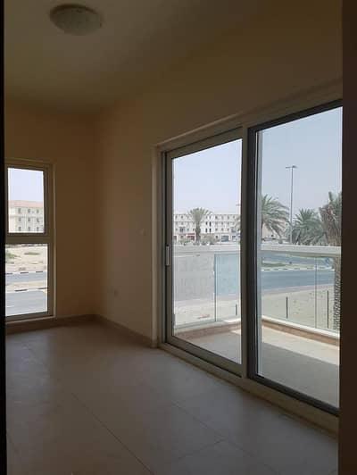 3 Bedroom Villa for Rent in International City, Dubai - souq Facing  --  singal Row villa --  close To Exit
