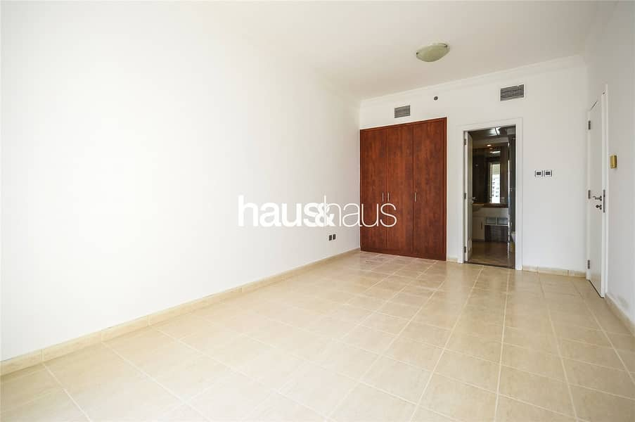 10 Upgraded | Spectacular View | Bright and Spacious