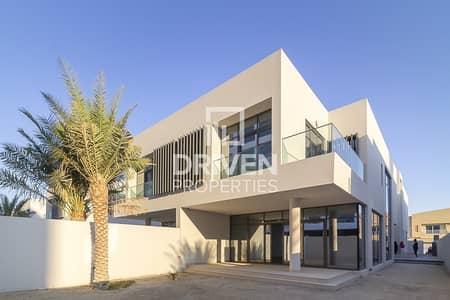 Brand New 5 Bed Villa with Private Garage
