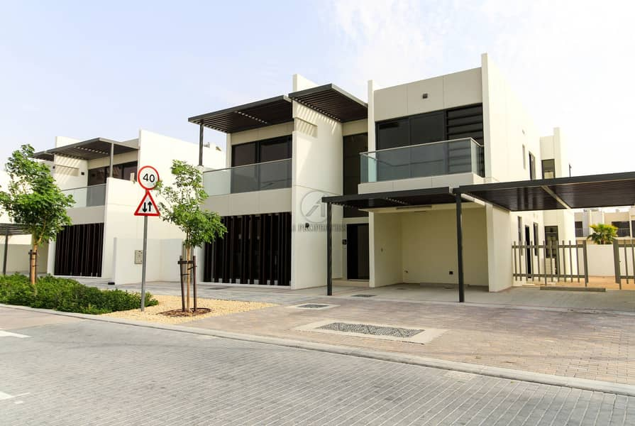 15 Brand New   Large 6BR Villa with Huge Plot