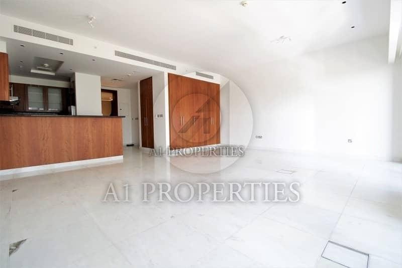 Cozy Bright Studio Apartment with SZR View