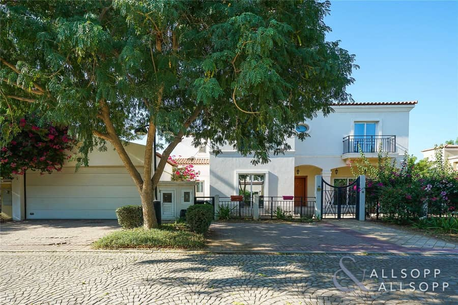 2 Immaculate | 5 Bed Family Villa | Move Now