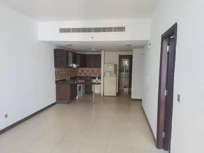 فلیٹ 1 غرفة نوم للايجار في أبراج بحيرات جميرا، دبي - Bright Panoramic view of SZR with kitchen appliances for Rent
