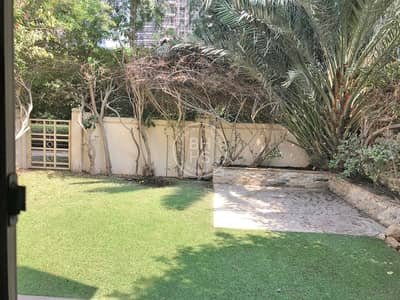 4 Bedroom Townhouse for Rent in Dubai Sports City, Dubai - A Townhouse with an Immaculate astroturfed garden