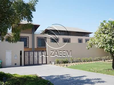 5 Bedroom Villa for Sale in Al Gurm, Abu Dhabi - Enjoy the luxurious lifestyle in this stunning waterfront villa!