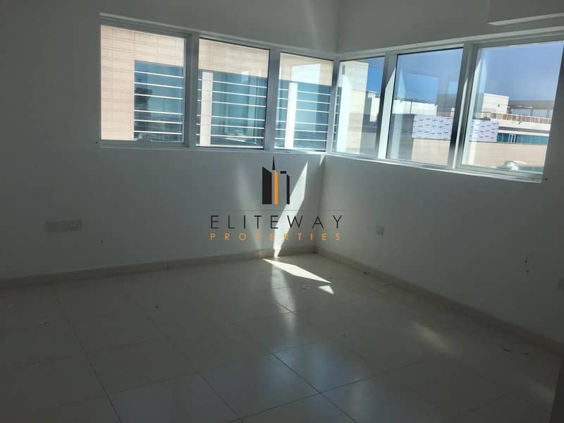 2 Excellent Price ! Grab This Luxurious Apt Now !