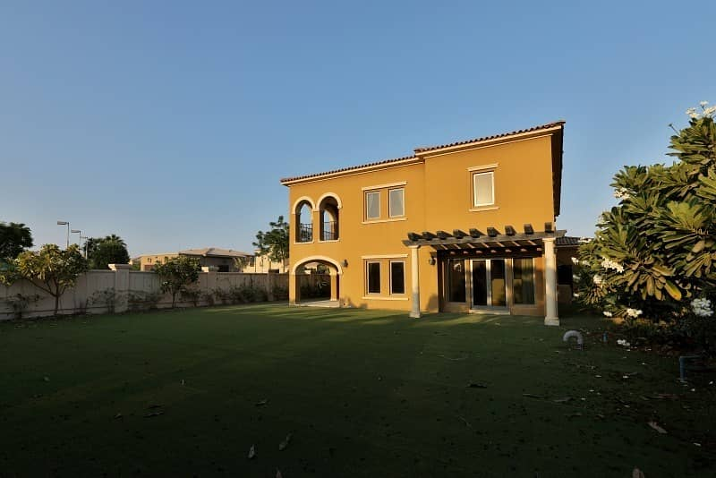 5 Bedrooms Landscaped Villa is Available for Rent!