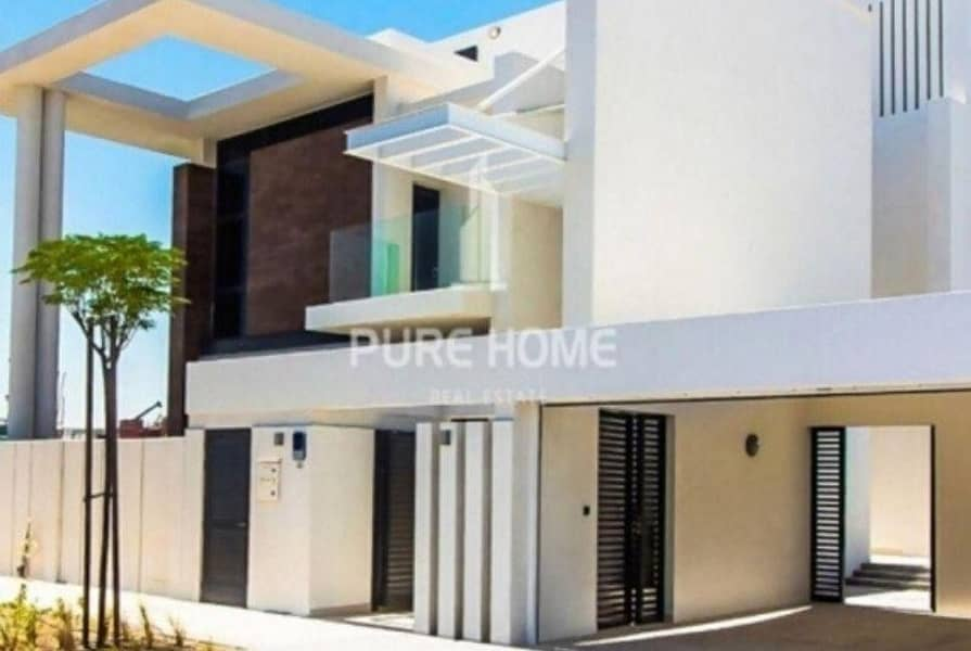 Perfect for you and for your Family  this 5 Bedrooms Villa For Sale in West Yas Call us Now