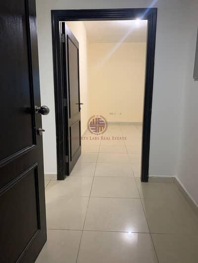 فلیٹ 2 غرفة نوم للايجار في مصفح، أبوظبي - Massive 2 bedroom and hall with laundry room in Shabiya 9