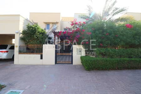 5 Bedroom Villa for Rent in The Meadows, Dubai - Upgraded Kitchen - Meadows 3 - Community