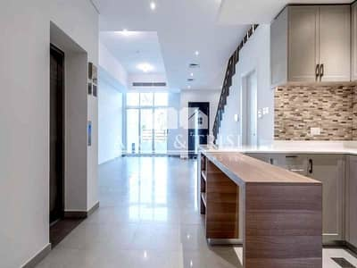 Large 4 Bed Townhouse with private Elevator