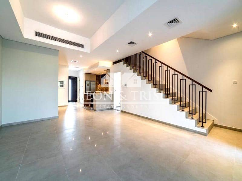 2 Large 4 Bed Townhouse with private Elevator