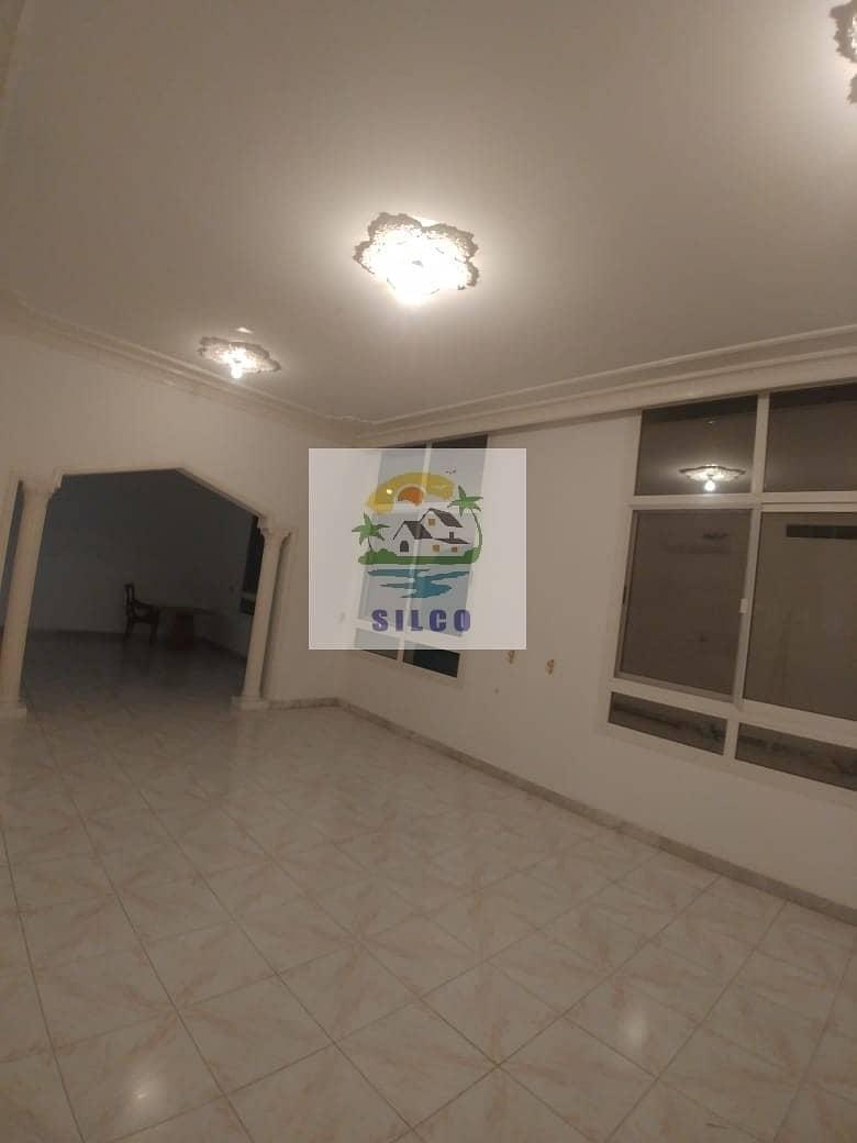 Hot Deal! large villa with 2 car garage
