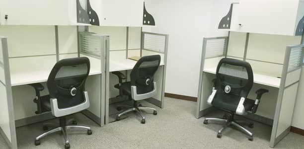 Office for Rent in Bur Dubai, Dubai - Stunning Flexi Desk Office with Fantastic Location | Fully Furnished| Fully Serviced|Linked with Metro| Ejari Contract