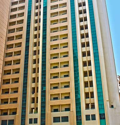 محل تجاري  للايجار في أبو شغارة، الشارقة - محلات خالية في بناية أبوشغارة 2 خلف الميجا منطقة أبودانق خلف الميجا مول بدون عمولة . صيانة مجانا