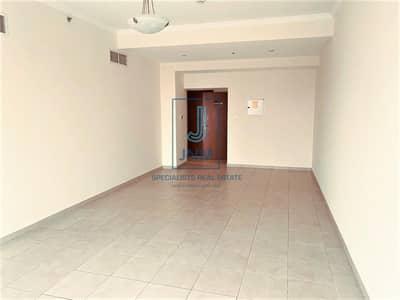 فلیٹ 2 غرفة نوم للايجار في وسط مدينة دبي، دبي - Well-maintained 2BR Apartment in Burj Al Nujoum