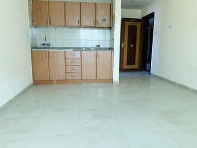 استوديو  للايجار في النباعة، الشارقة - شقة في النباعة 11000 درهم - 4404597
