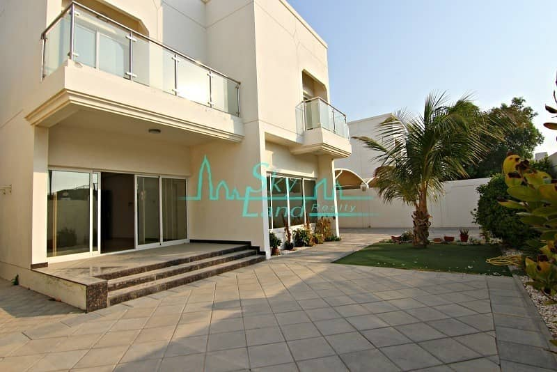2 RENOVATED 5 BED+M INDEPENDENT VILLA WITH PRIVATE POOL