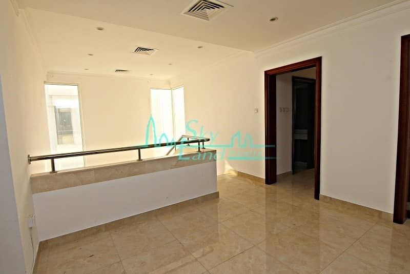17 RENOVATED 5 BED+M INDEPENDENT VILLA WITH PRIVATE POOL