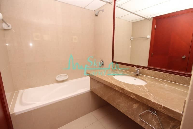19 RENOVATED 4 BED GARDEN SHARED POOL IN JUMEIRAH 3