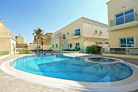 Contemporary spacious terraced  4 bed shared pool