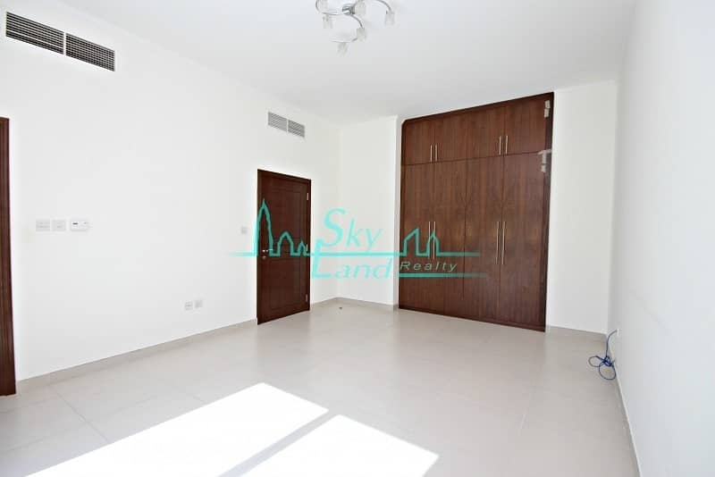 10 Contemporary spacious terraced  4 bed shared pool