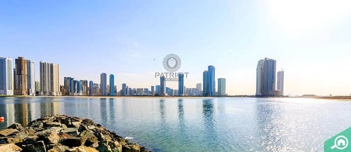 Mixed Use Land for Sale in Al Khan, Sharjah - G + 50 Plot for Sale in  front  of Al Khan Lagoon
