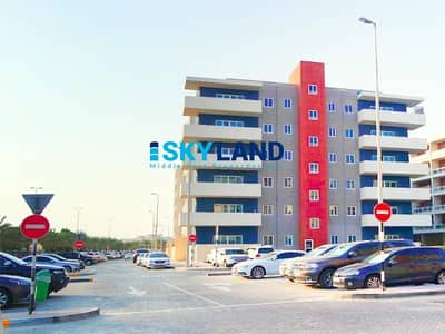 2 Bedroom Flat for Sale in Al Reef, Abu Dhabi - Hot Deal ! Large Unit w/ Store and Balcony
