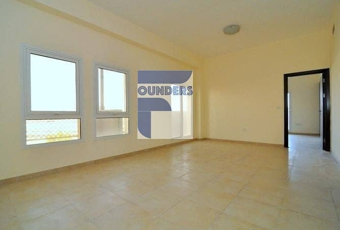 2 Closed Kitchen   Balcony   Spacious 1 Bed