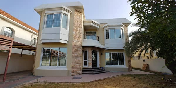 5 Bedroom Villa for Rent in Jumeirah, Dubai - Full Canal Facing 05 BHK Independent Villa With Maids Room